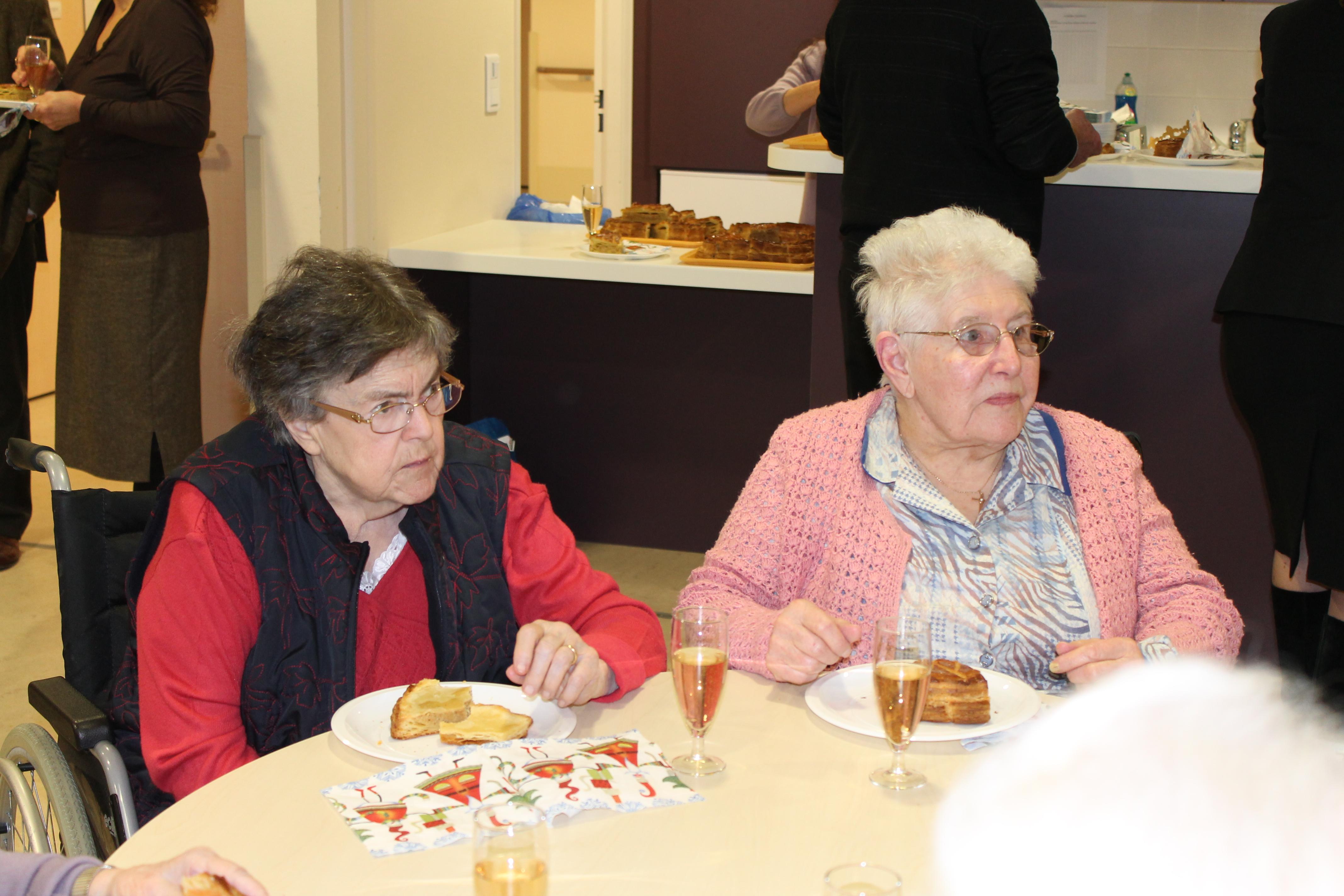 Mercredi 15 janvier 2014, les résidents du Clos ont pu déguster la traditionnelle galette des rois, offerte généreusement par le Lions Club.